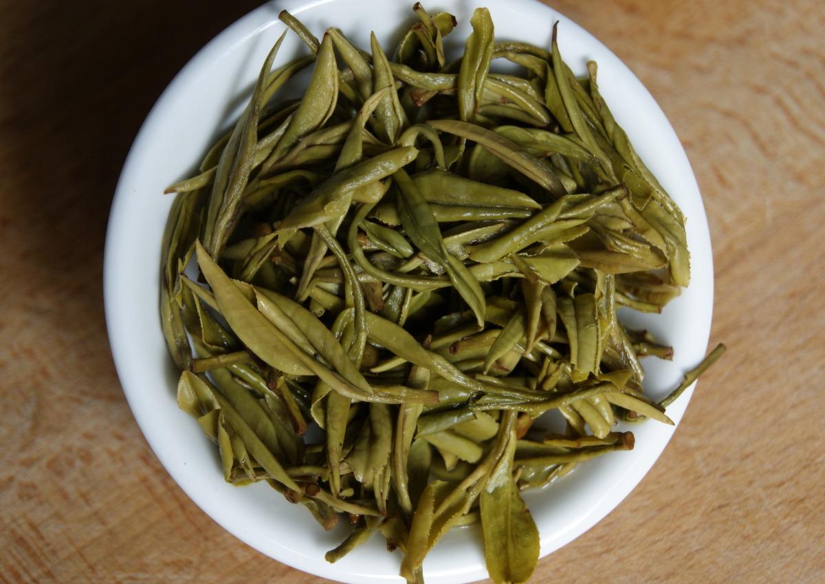Der Huang Shan Mao Feng ergibt kräftig grüne aufgegossene Blätter